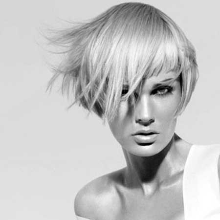 25 Short Trendy Hairstyles for Women_17