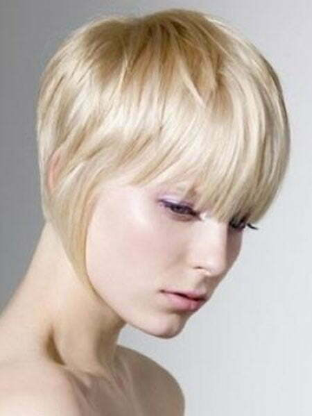 20 Straight Hairstyles for Short Hair_6