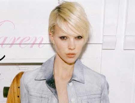 Blonde Simple Interesting Look