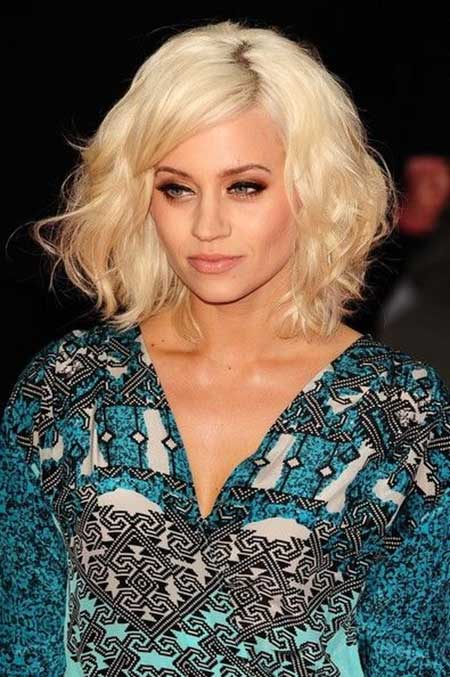 20 Haircuts for Short Wavy Hair_11