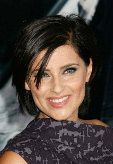 20 Popular Short Straight Hairstyles_14