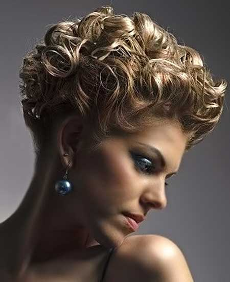 20 Short Curly Hairstyles Ideas_1