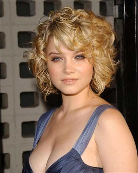 20 Short Curly Hairstyles Ideas_14