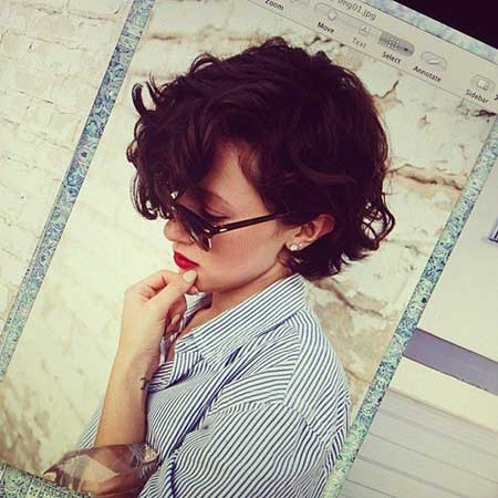 20 Short Curly Hairstyles Ideas_5