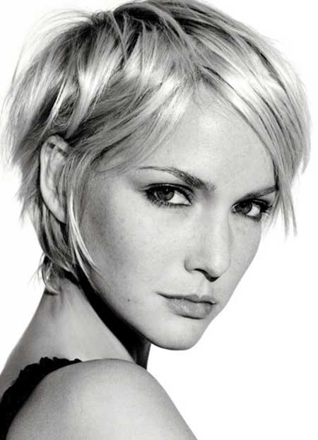 20 Short Hairstyles for Straight Hair_9