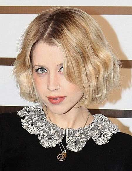 Short Side Parted Wavy Bob Hairstyle