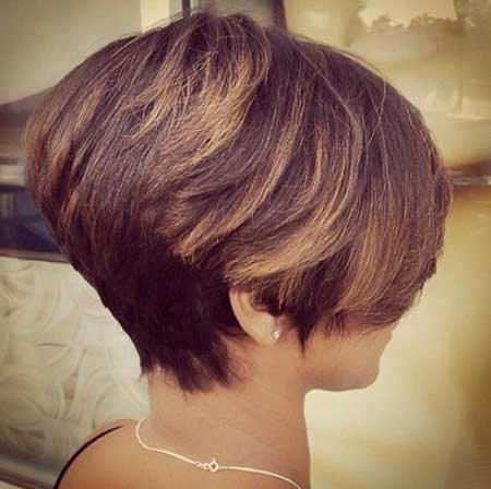 Short Layered Bob Hairdo with Bouncy Top