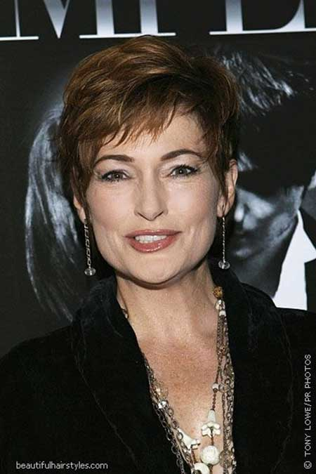 25 Short Hairstyles for Older Women_13