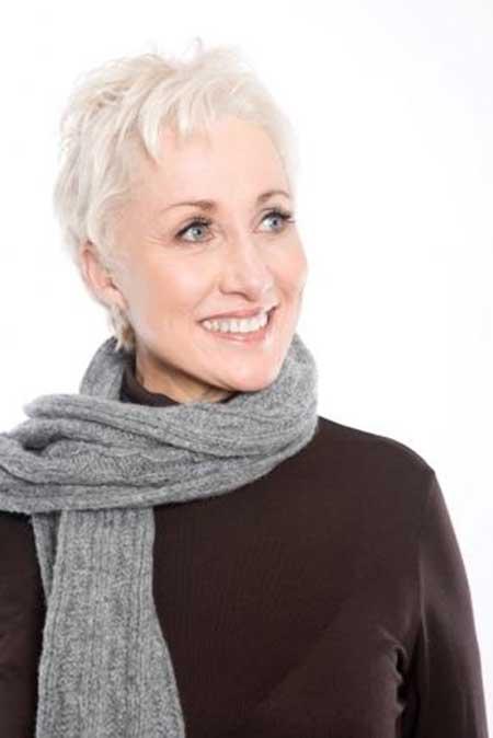25 Short Hairstyles for Older Women_16