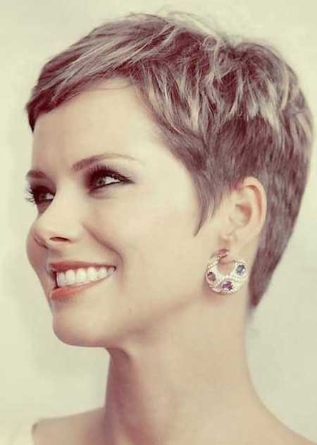 25 Short Pixie Cuts for Women_20