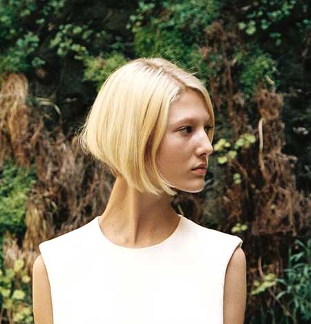 Straight Line Simple Blonde Bob