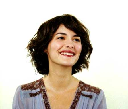 Short and Cute Wavy Bob Hairstyle for Girls