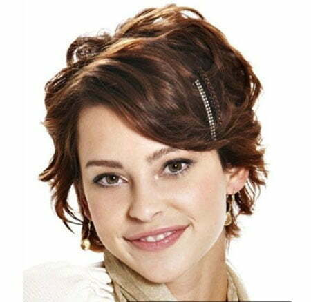 Beautiful Short Wavy Haircut