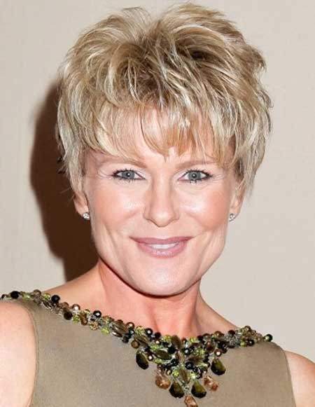 Best short hairstyles older women