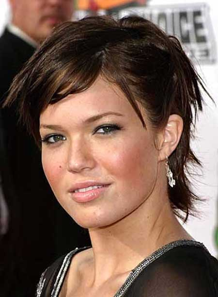 Best Short Hairstyles for Round Faces_14