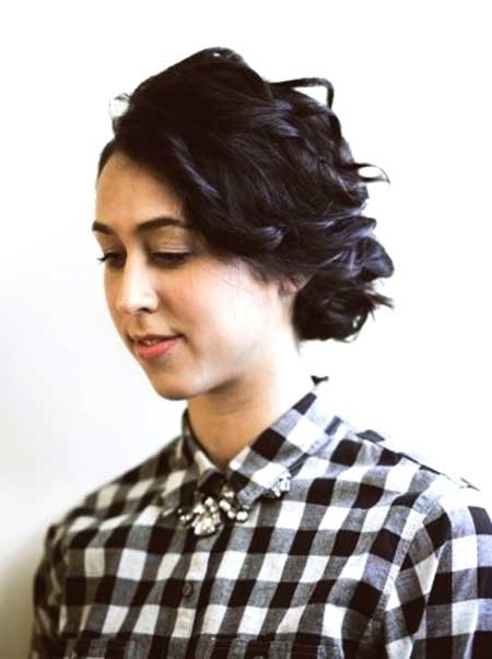 Cute Short Curly Hairstyle for Girls