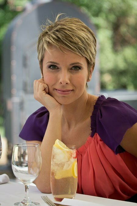 Girl with Short Blonde Hair_4