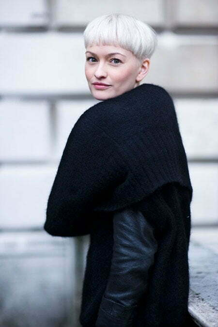 Girl with Short Blonde Hair_5