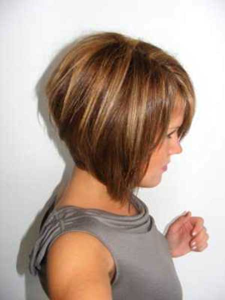 Short and straight Bob Hairdo with Bouncy Back