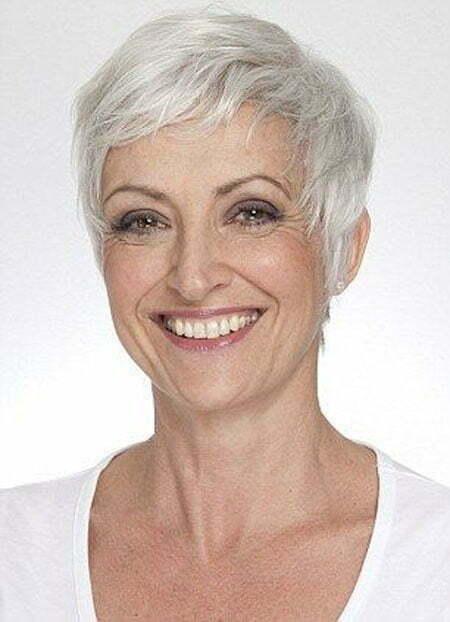 Short Hair for Older Women_19