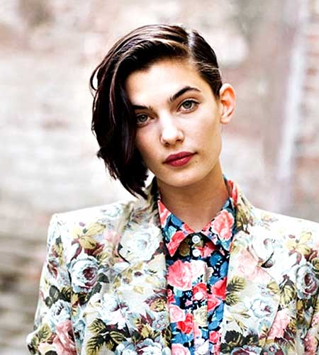 Side Parted Short Straight Hairdo for Girls