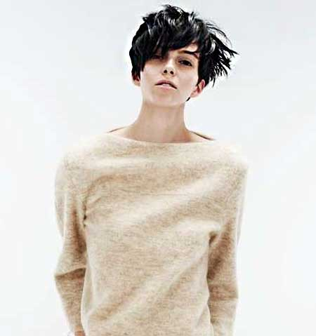 The Cool Messy Boyish Hairstyle for Girls