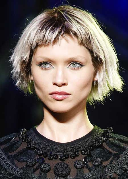 Short and Straight French Styled Hairstyle for Girls