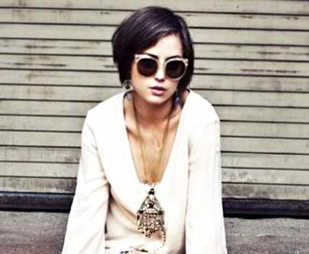 Short and Straight Bob Hairstyle for Girls