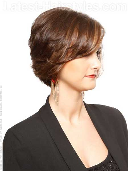 Very Elegant And Attractive Layered Bob Hair With Hues Of Light Brown. Short  Layered Haircuts Images_5