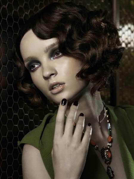Short Wavy Hairstyles for Women_15