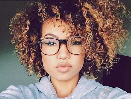 Messy Curled Short Hairstyle for Women