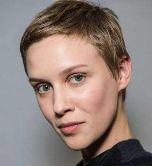 Short Side Swept Decent Boyish Hairstyle for Girls