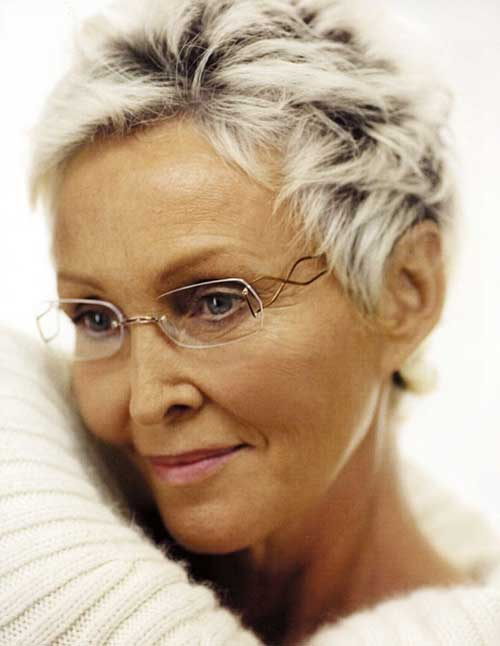 Short Boyish and Messy Hairdo for Older Women
