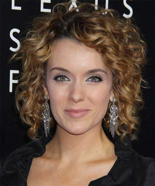 25 Short And Curly Hairstyles