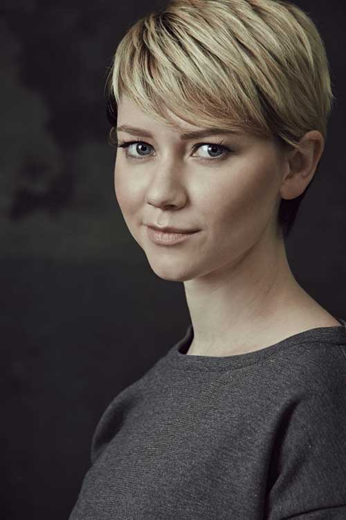Valorie Curry Hairstyle with Pixies