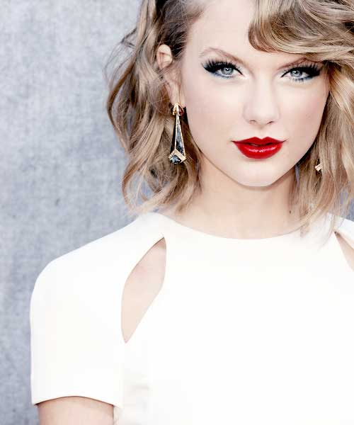 Taylor Swift Short Curly Hair