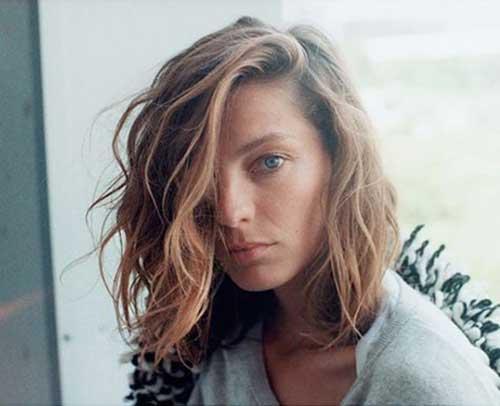Daria Werbowy Beachy Wavy Hairdo