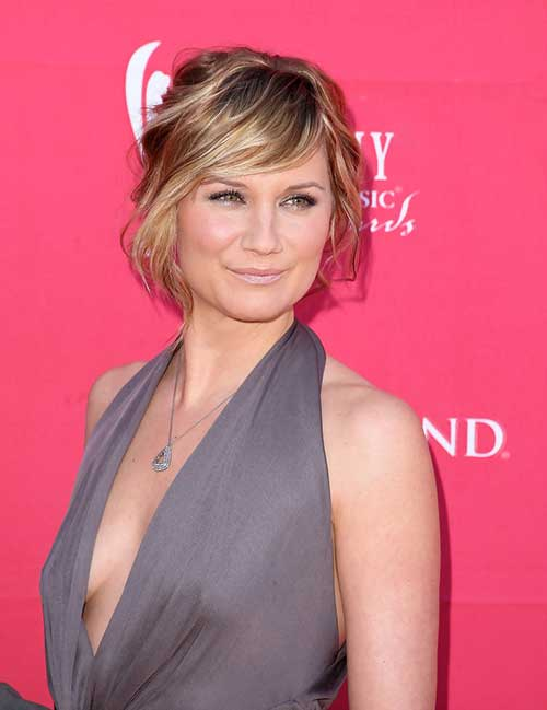 Jennifer Nettles Wavy Side Bangs