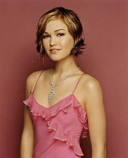Julia Stiles Wavy Bob Hairstyles