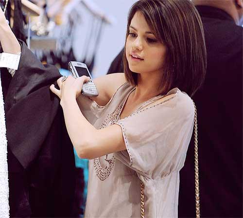 Selena Gomez Hair Cut Pics