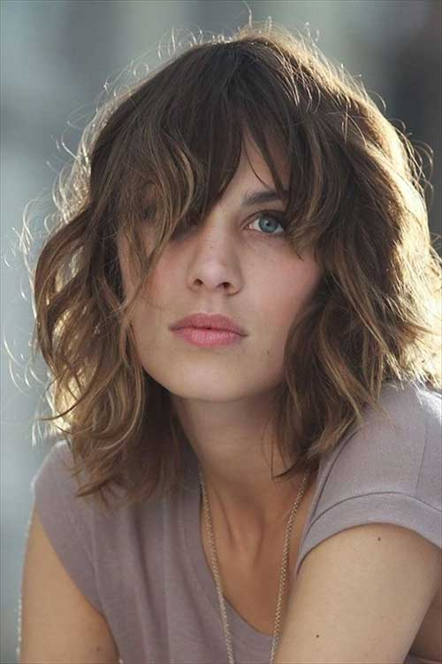 Chic Shoulder Length Bob with Bangs
