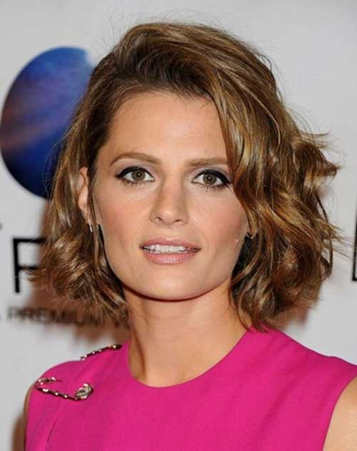 Stana Katic Wavy Bob Cut Hairstyles