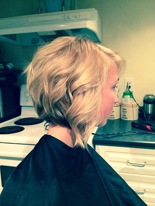 Wavy Blondie Inverted Bob