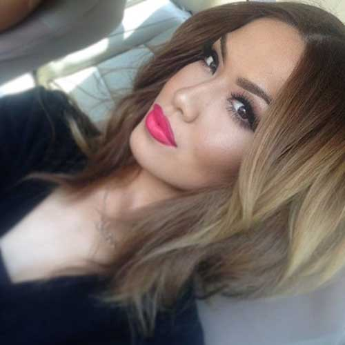 Short Layered Wavy Hair Blonde Ombre Style