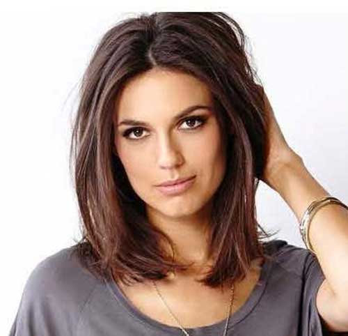 Chic Short Medium Length Haircut For Straight Hair