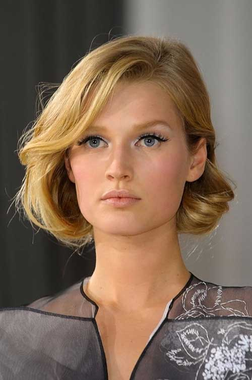 Side Swept Elegant Short Hairstyles