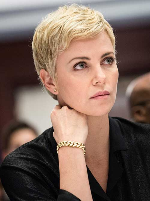Short Hair Styles for Women Over 40-12