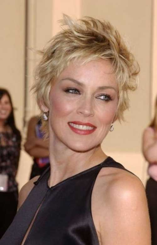 Short Hair Styles for Women Over 40-17