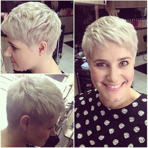 Short Haircuts for Women Over 40-17