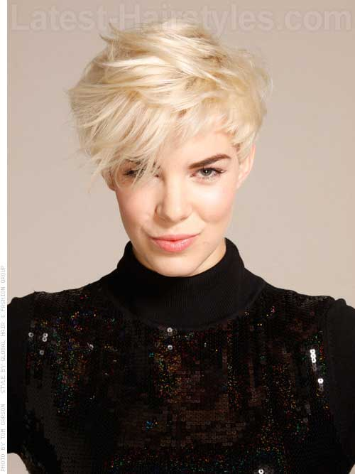 Short Hair Styles for Women Over 40-20